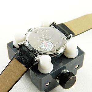 Tutoriel montre : Ouvrir une montre vissée avec balle : image 1