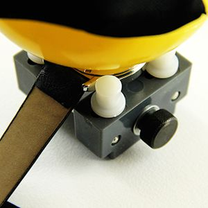 Tutoriel montre : Ouvrir une montre vissée avec balle : image 2