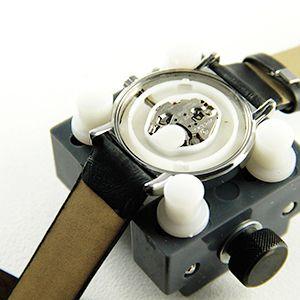 Tutoriel montre : Fermer montre à fond vissé avec balle : image 1
