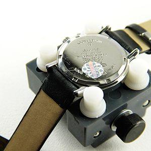 Tutoriel montre : Fermer montre à fond vissé avec balle : image 2