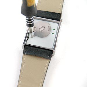Tutoriel montre : Remplacer les piles d'une montre à LED : image 2
