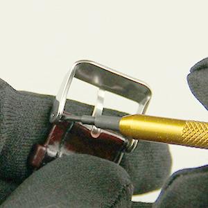 Tutoriel montre : Réparation montre : Retirer le fermoir de montre du bracelet : image 3