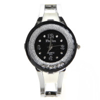 Montre a quartz brillante